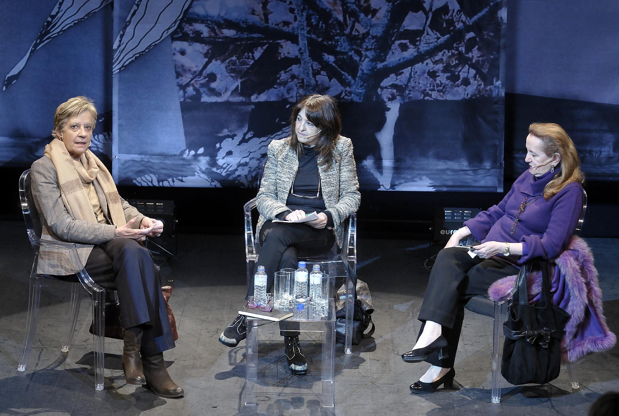De izd a dcha, Victoria Camps, Angelica Tanarro y Amelia Valcarcel