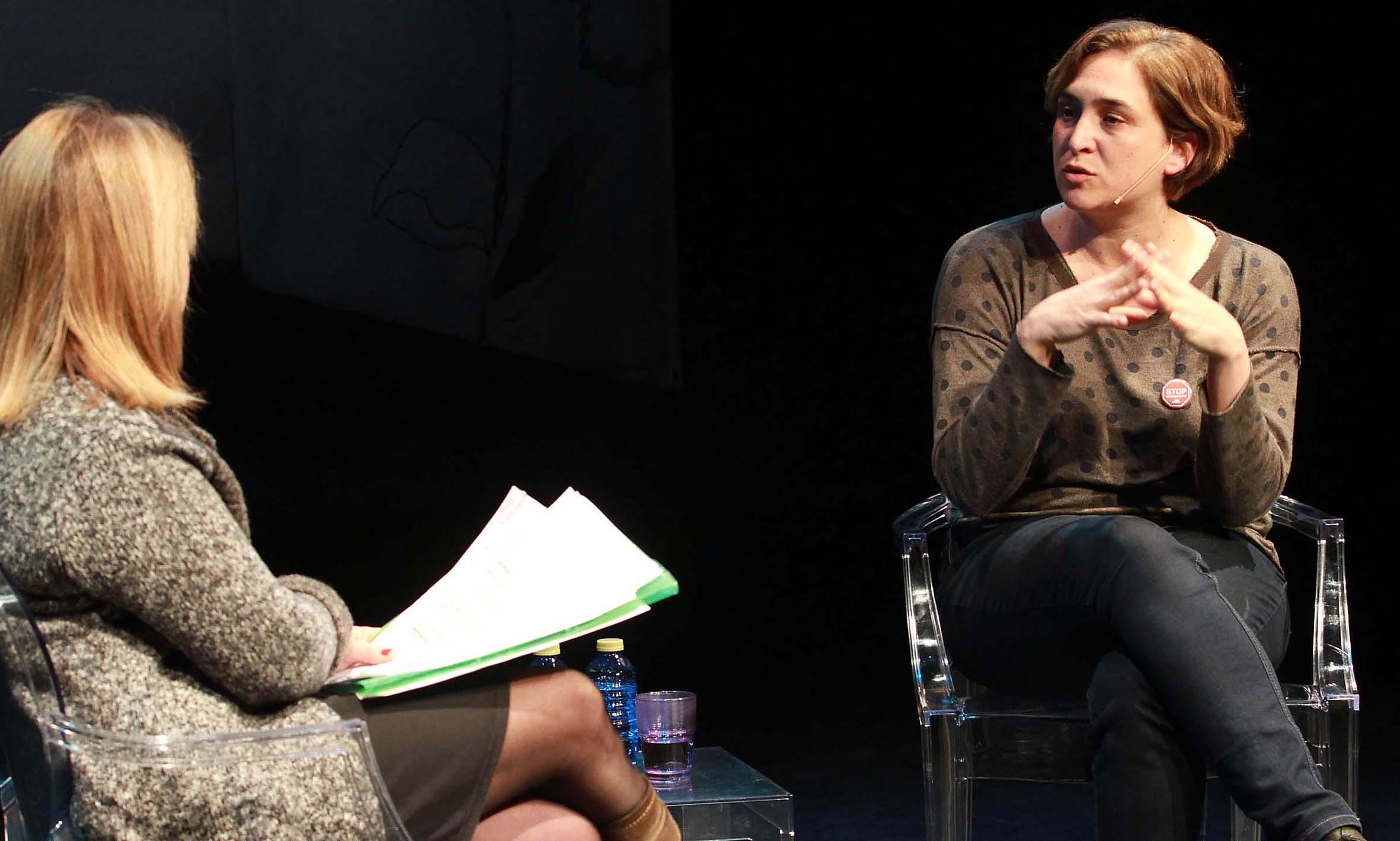 Alicia Gómez Montano y Ada Colau. Foto: Rosa Blanco