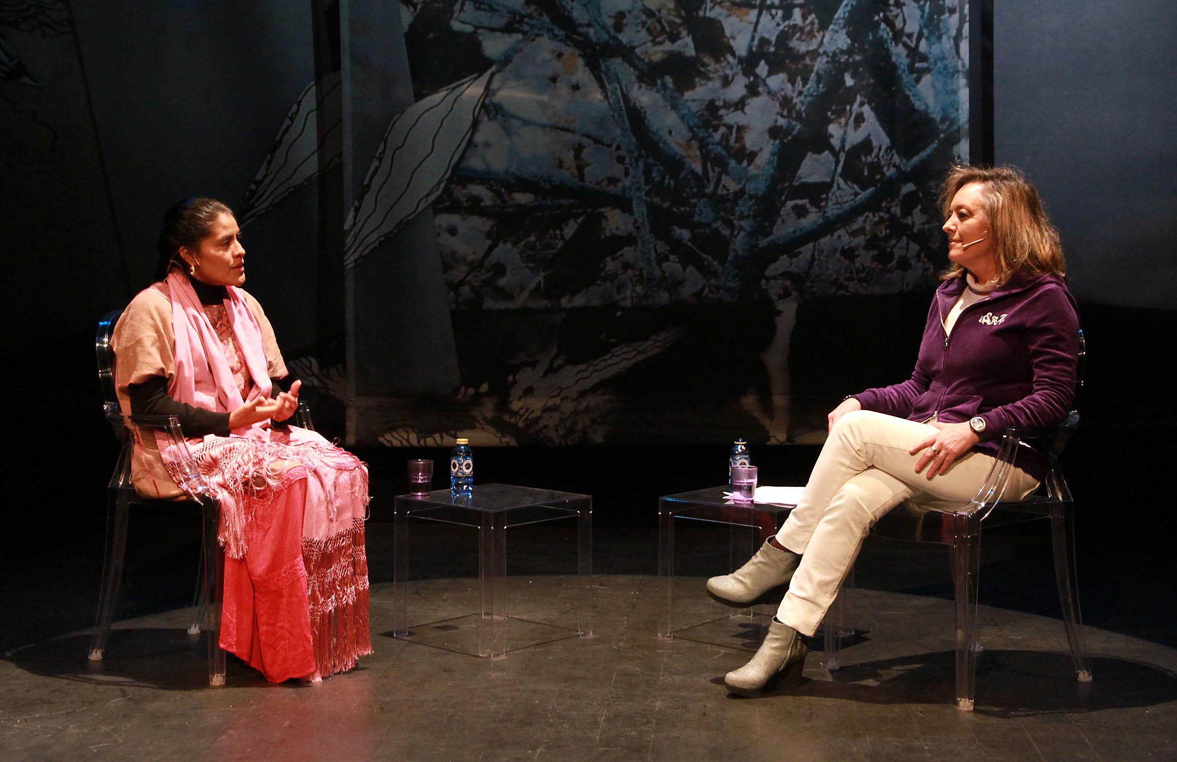 Eufrosina Cruz y Mayte Pascual. Foto: Rosa Blanco