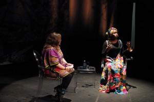 Un momento de la charla junto a Pilar Requena